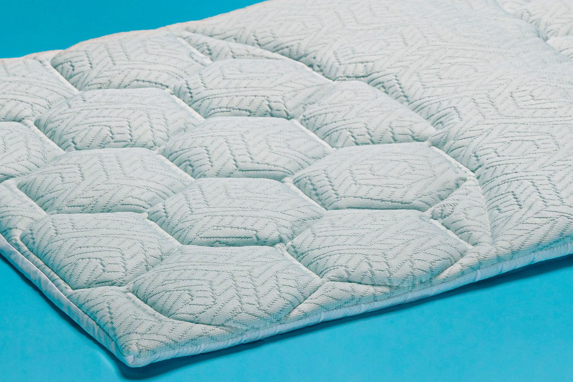 dettaglio copri cuscino in filato di carbonio