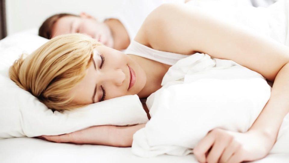 Cuscino Lungo Per Chi Dorme Sul Fianco.Come Scegliere Il Cuscino Ideale Fabe