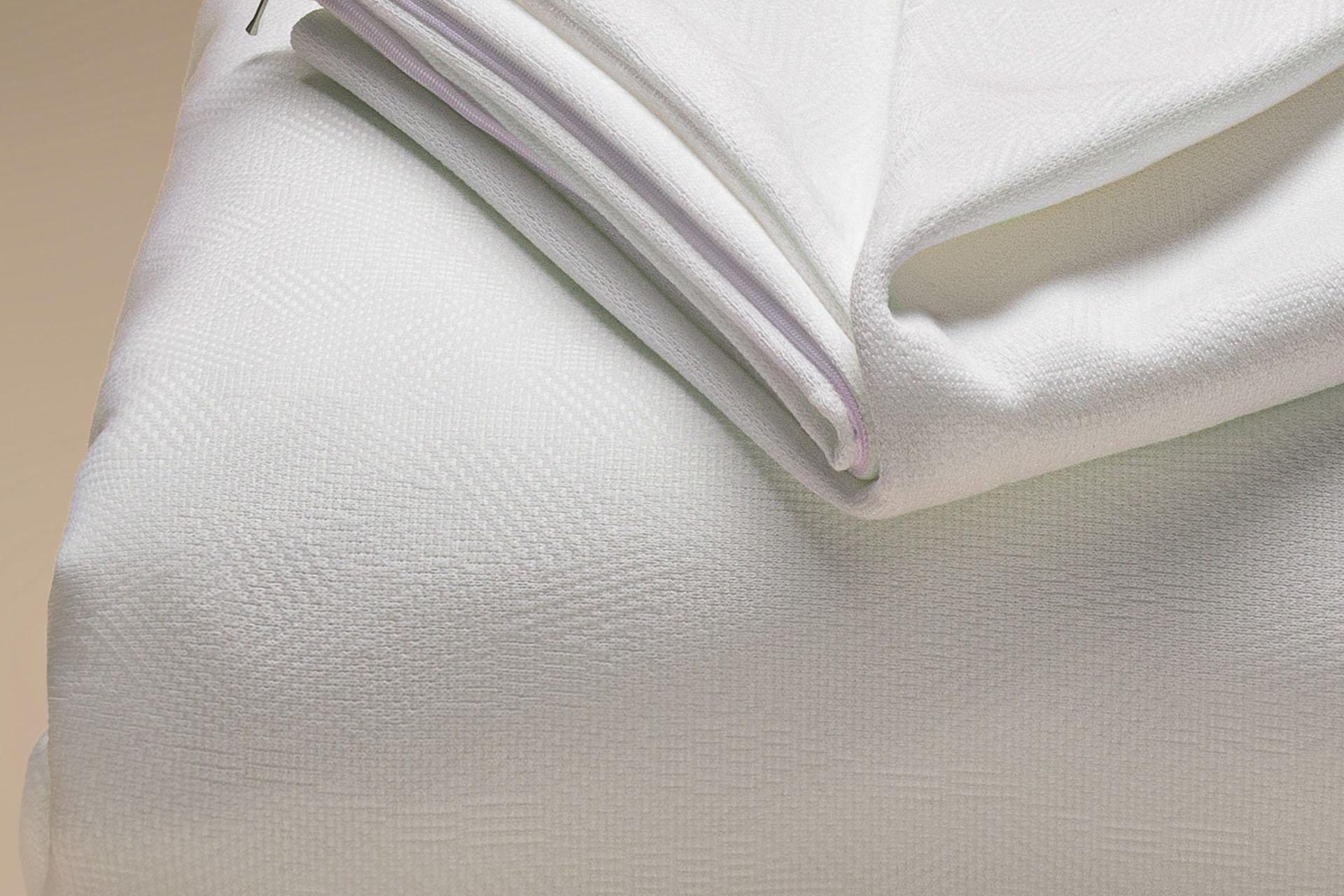 copricuscino a maglia semi imbottito antimacchia teflon a cappuccio dettaglio