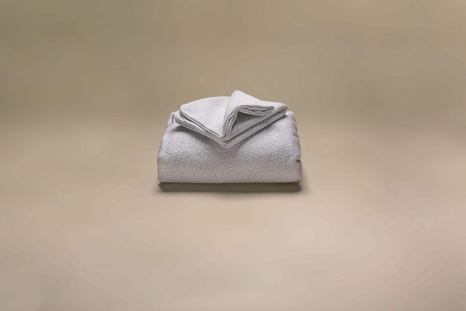 coprimaterasso a maglia semi imbottito a cappuccio