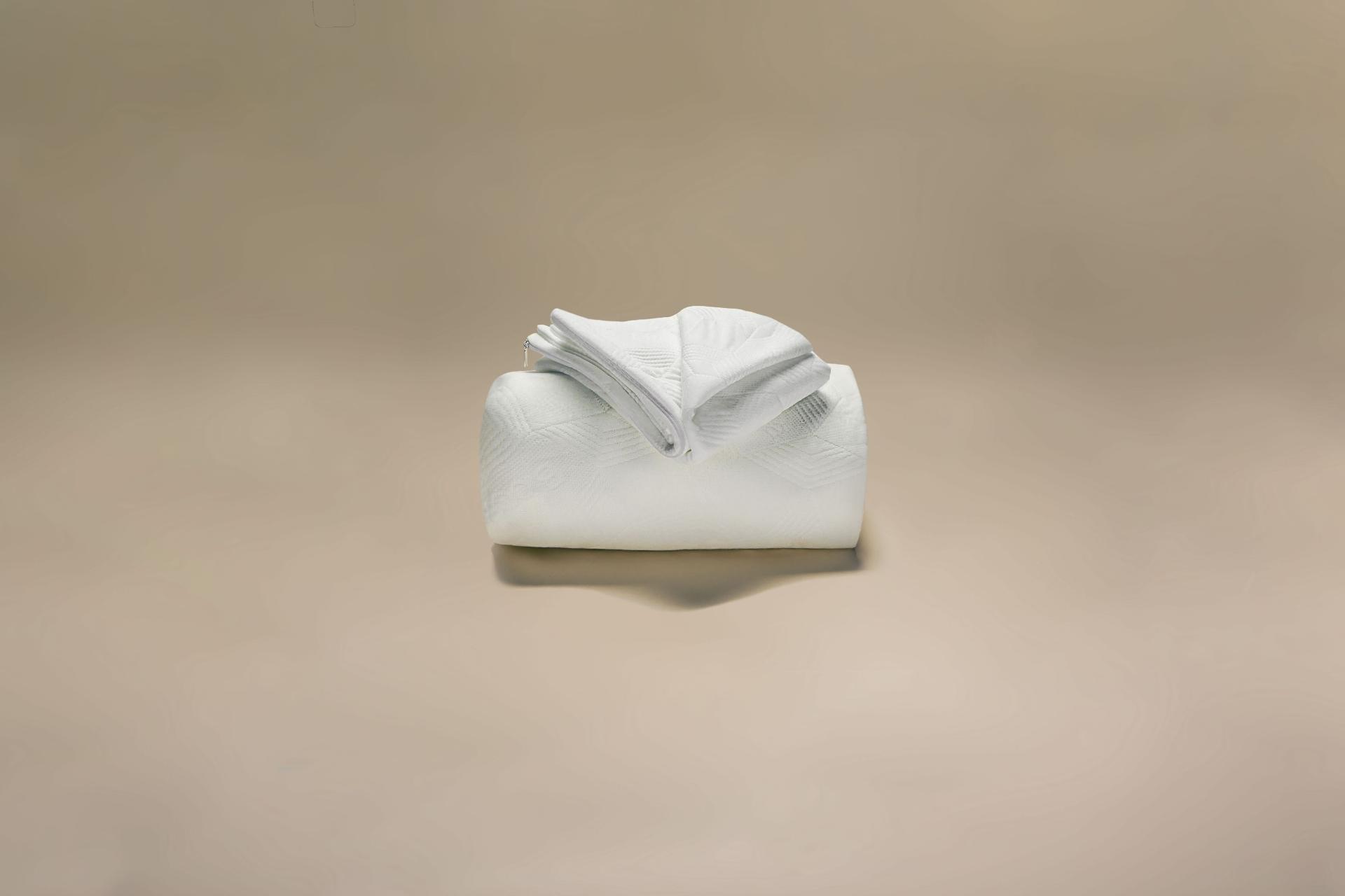 coprimaterasso maglia semi imbottito bioceramic a cappuccio