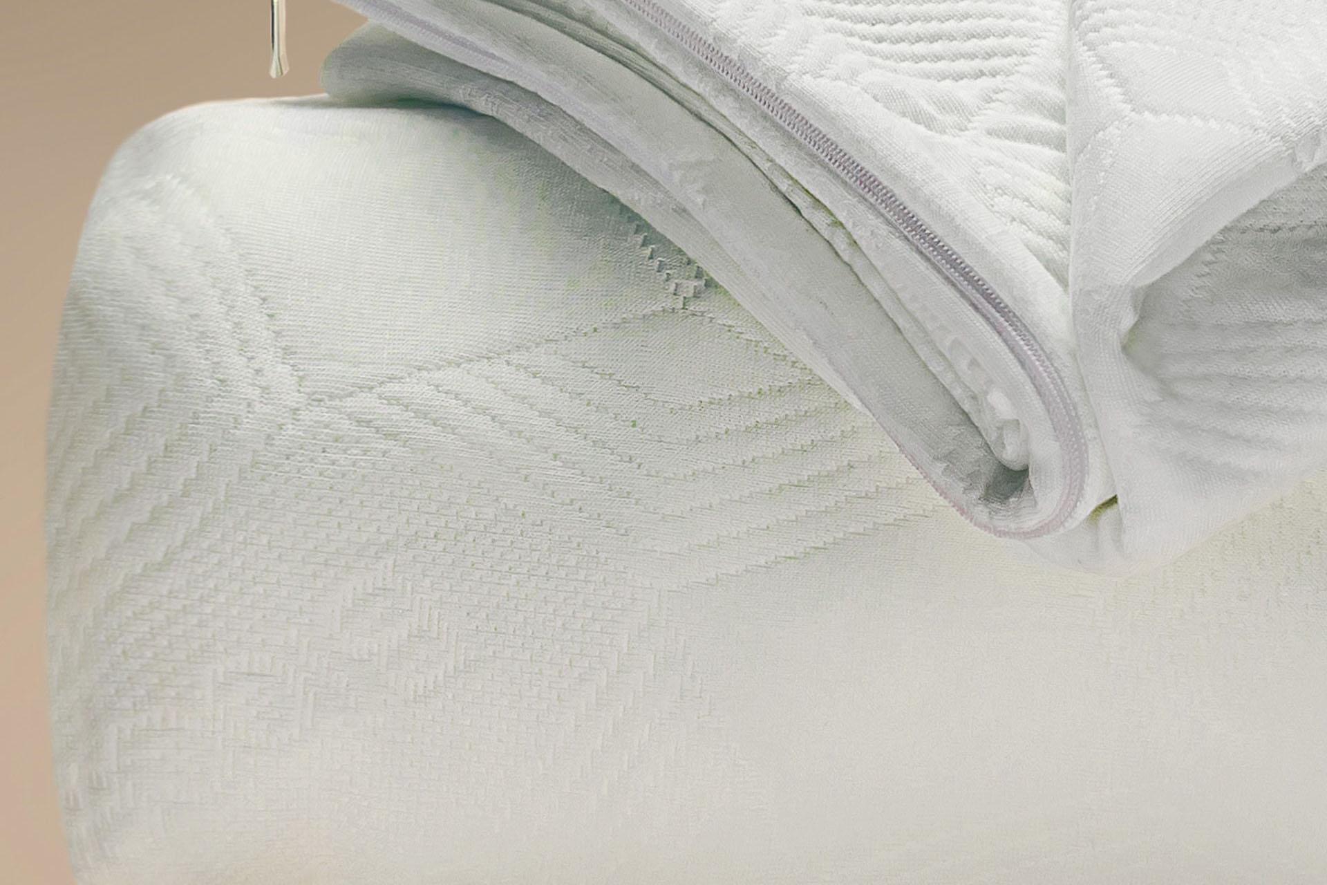 coprimaterasso maglia semi imbottito bioceramic a cappuccio dettaglio
